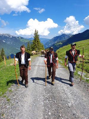 bei sehr schönem Wetter auf dem Weg von Lauterbrunnen nach der Wengernalp