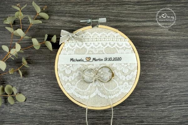 Ringkissen Stickrahmen mit Beschriftung aus Pergamentpapier