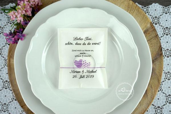 """Teelicht-Botschaft """"als Platzkarte personalisiert"""" Design """"zwei Herzen"""" flieder, Schrift Amazone BT - Sonderanfertigung"""