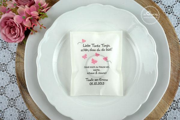 """Licht-Botschaft zur Taufe """"Verpackung als Platzkarte"""", Design Schmetterlinge rosa, Schrift Julius B Thyssen"""