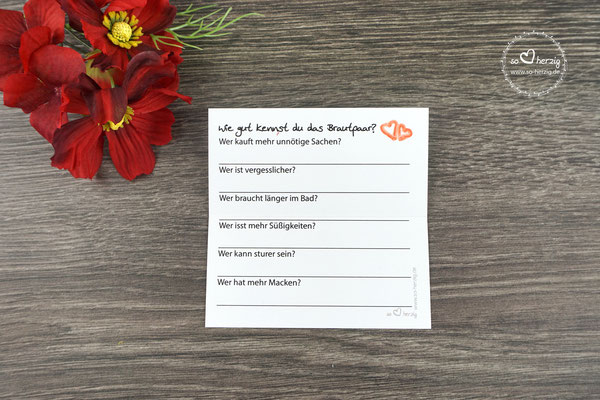"""Platzkarten mit Spiel auf der Rückseite, Design Aquarellherzen rot - Rückseite Spiel """"Wie gut kennst du das Brautpaar?"""""""
