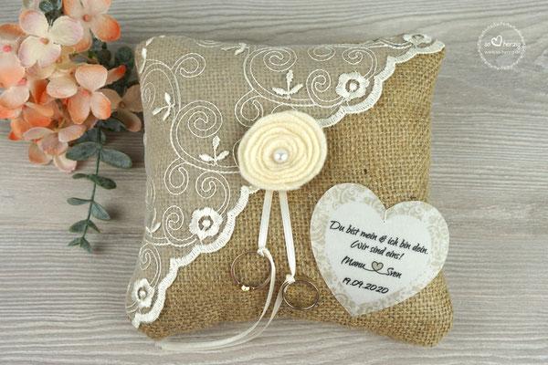 Ringkissen Jute mit Filzblume & Herz aus Pergamentpapier