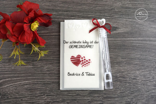 """Freudentränen Taschentücher Flach mit Bubbles und Herzrand, Design """"zwei Herzen"""" Rot"""