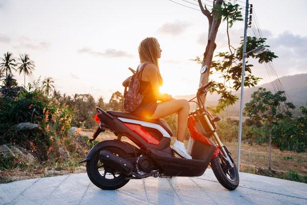 Roller mieten und auf eigene Faust durch die jeweilige Destination reisen!