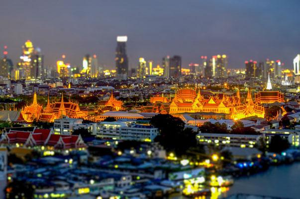 Königspalast bei Nacht