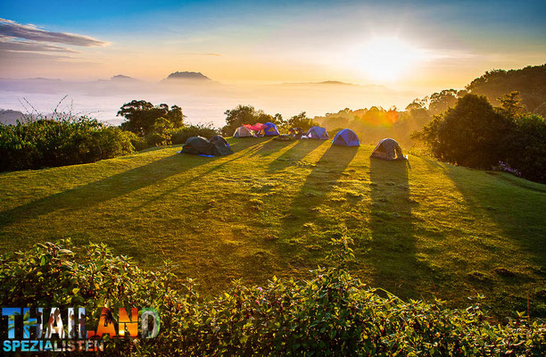 Zelten auf einem Berg in Nordthailand