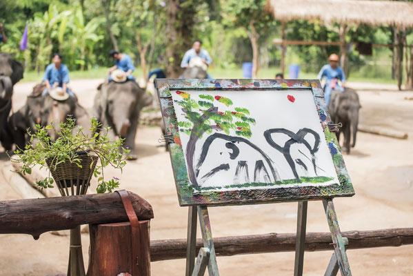 Von einem Elefanten gemaltes Bild