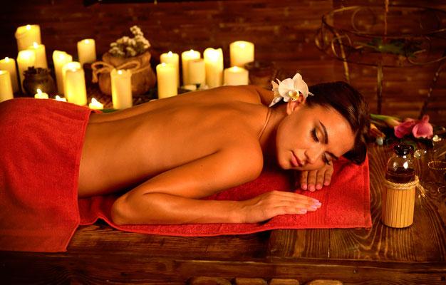 SPA, also  Wellness  - oder traditionelle thailändische Massage am Strand. Alles ganz  ganz eigen auf Sie bezogen.
