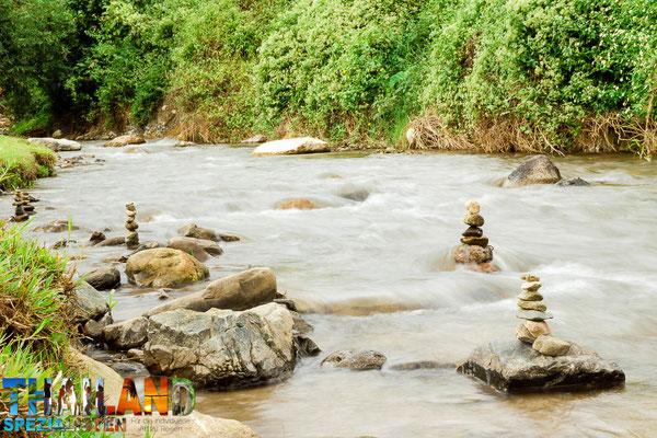 Fluss im Regenwald von Chiang Dao