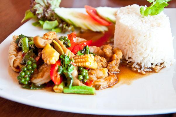 Traditionelles thailändisches Essen gibt es ebenfalls