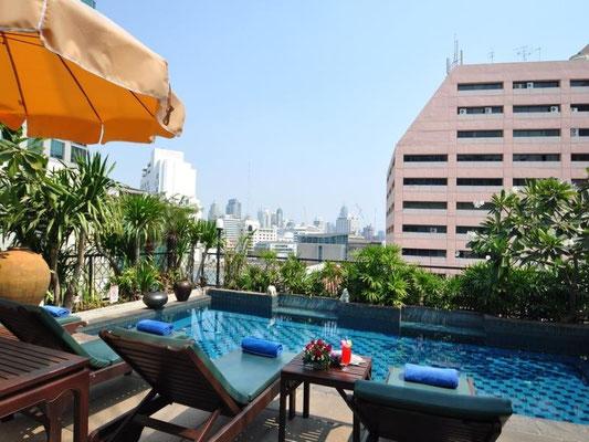 Pool oben auf dem Dach vom Siam Heritage Hotel in Bangkok