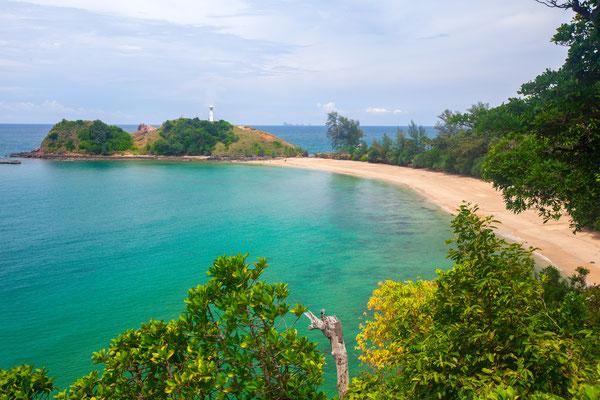Umwerfende Strände auf Ko Lanta verführen jeden Touristen während der Badereise in Thailand.