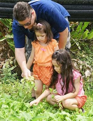 Julian Kappes mit seinen beiden Töchtern