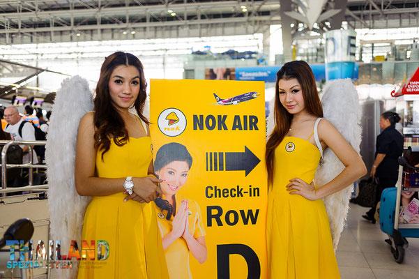 Werbung für Thailands Low Coast-Airline Nok Air, am Flughafen Bangkok.