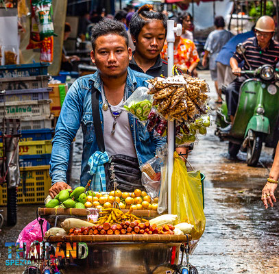 Auf Bangkoks Strassen beginnt jede gebuchte Thailand-Rundreise