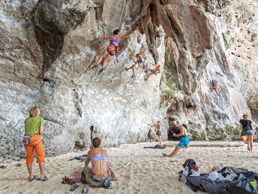 Rock Climbers am Railay Beach Krabi