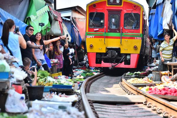 Bahnmarkt in Thailand