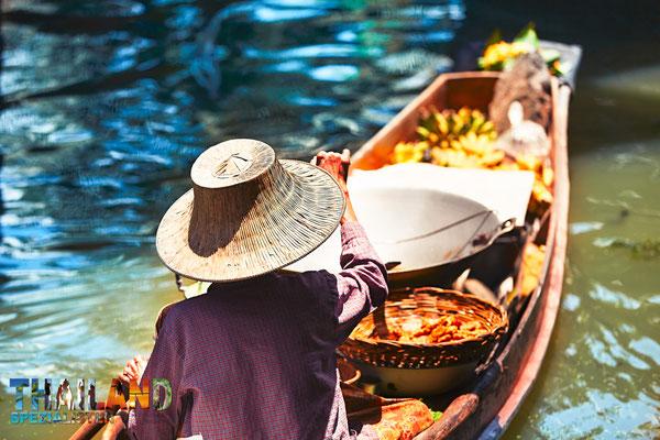 """Damnoen Saduak Floating Market Besichtigung während der Reise """"Von Bangkok zu Ihrem Urlaubsziel im Süden""""."""