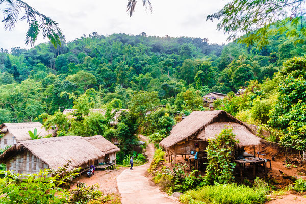 Traditionelles Bergdorf der Karen oder Hmong