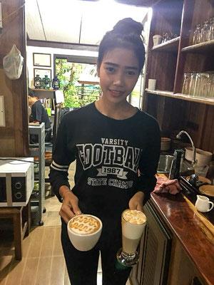 Natürlich werden die Gäste auch mit leckerem, frischen Kaffee bewirtet von freundlichen Mitarbeiterinnen.
