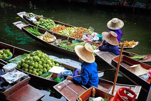 Schwimmender Markt in Thailand