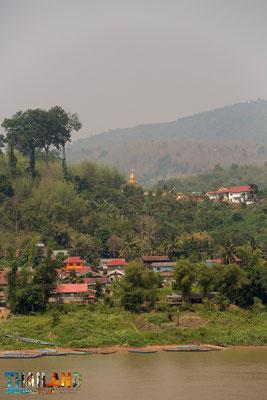 In Chiang Khon: Der Mekong und dahinter ein laotisches Dorf