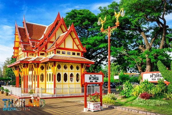 Der beliebte und einer der schönsten Bahnhöfe Thailands: Hua Hin Bahnhof