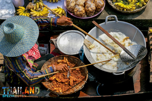 Suppen und andere traditionelle thailändische Speisen werden hier angeboten