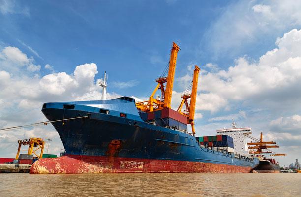 Containerschiff in Bangkok: Außenhandel