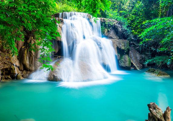 Schwimmen im Huay Mae Khamin Waterfall