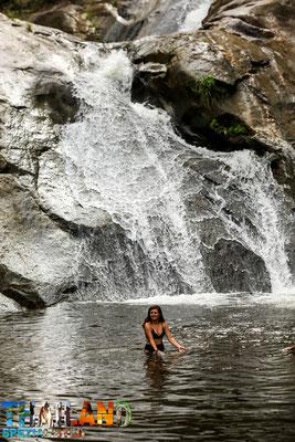 Schwimmen im Wasserfall