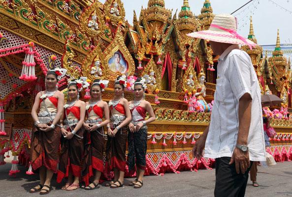 Straßenumzug Bun Bang Fai Festival