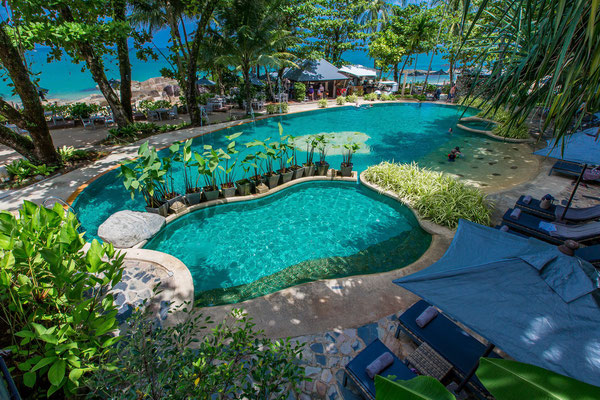 Swimming pool im Moracea Khao Lak Resort