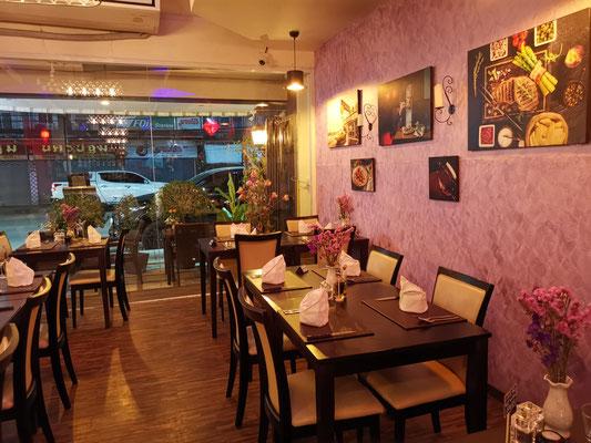 Kleines gemütliches Restaurant in direkter Nähe des Nachtmarktes und dem Wiang Inn Hotel