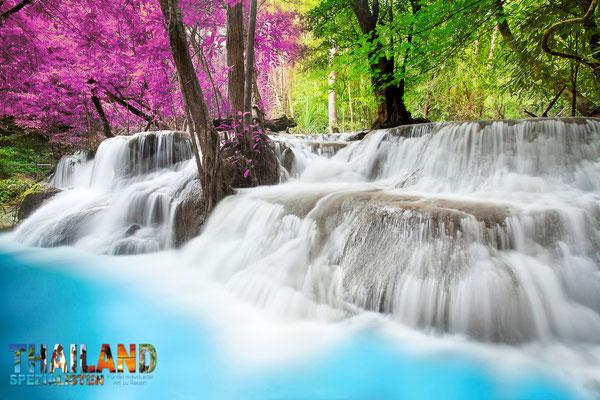 """Erawan Nationalpark in Kanchanaburi - Hier sehen Sie die """"sechste"""" Stufe des Erawan Wasserfalls"""