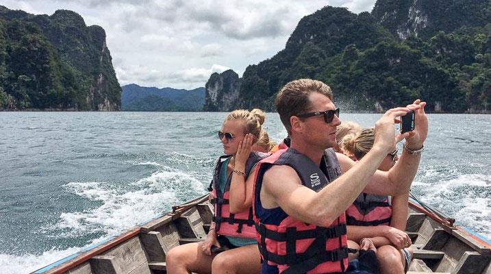 Bootsfahrt auf dem Cheow Lan lake bei dieser Khao Sok Nationalpark Tour