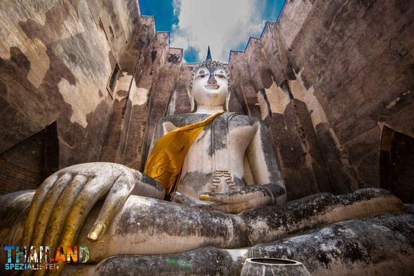 Der Wat Si Chum in Sukhothai