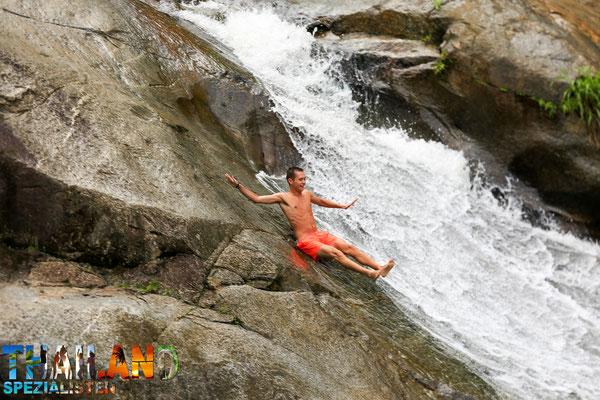 Hier kann man wunderbar den Wasserfall herunterrutschen