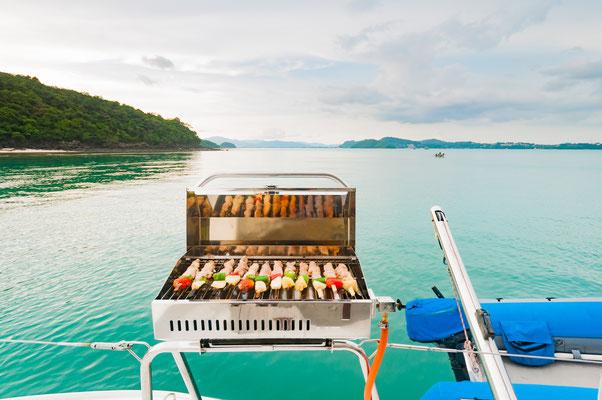 BBQ auf einem Segelboot