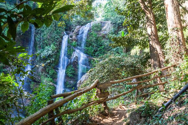 Während eine Dschungel-Trekking-Reise im Doi Inthanon, darf der Mork Fa Wasserfall nicht im Reiseprogramm fehlen.