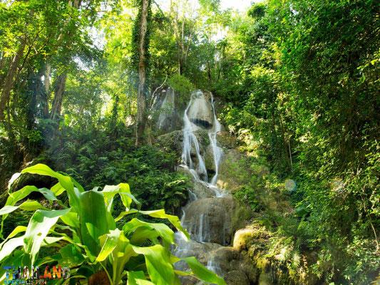 Der Huai Rong Wasserfall liegt auf der Route 101 zwischen Phrae und Nan