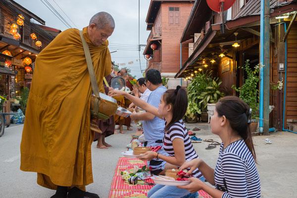 Mönche und Menschen