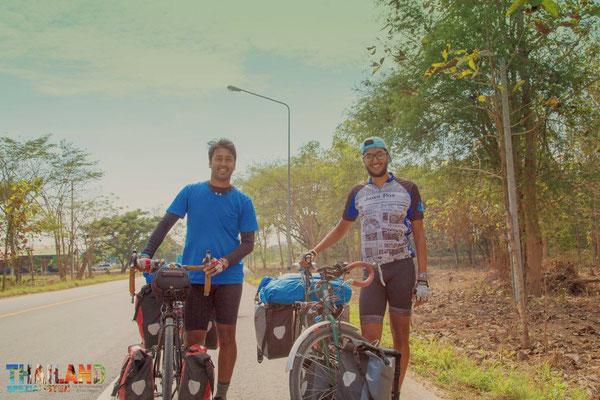 Unterwegs getroffen: 2 charmante Männer aus London reisen mit dem Fahrrad, in einem Jahr, durch Südostasien.
