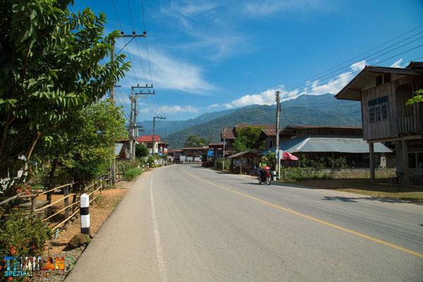 Kleine Dörfer abseits der thailändischen Highways
