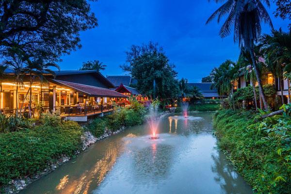 Abends im Hoteleigenem Restaurant dinieren und sich mit anderen Reisenden austauschen über die bereits erlebten Tage in Thailand.