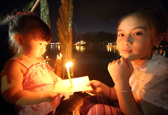 Loy Krathong wird Thailand sehr gern gefeiert und ist ein wichtiges Festival für die Einheimischen