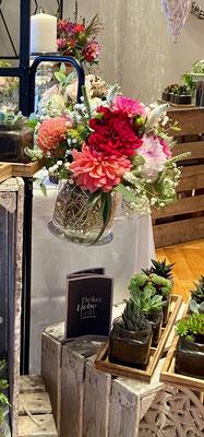 Glas mit Henkel für Blumen