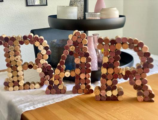 Bar-Schild aus Weinkorken