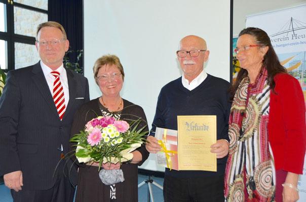 (von rechts): Christiane Kerner, Vorsitzende des Bürgervereins, der Preisträger Gerhard Ehrenreich, seine Frau Doris und Uwe Zimmermann, der die Laudatio hielt.