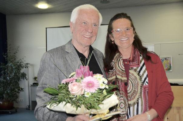 Ehrung für Richard Olschewski für 12jährige Revisortätigkeit, rechts Christiane Kerner